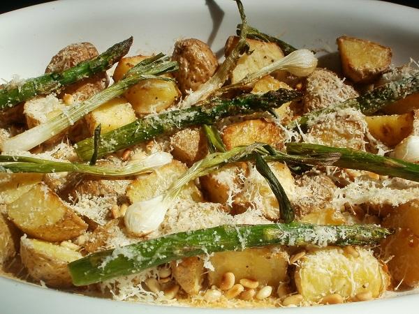 Πράσινα Σπαράγγια με Πατάτες στο Φούρνο