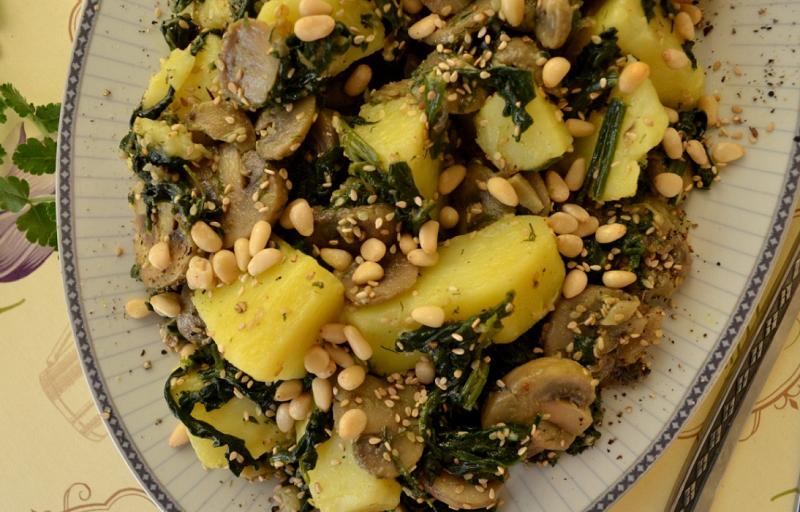 Πατατοσαλάτα με σπανάκι και μανιτάρι